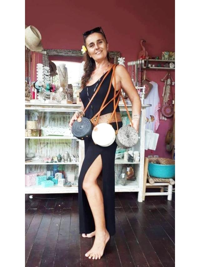 Sophie dans sa boutique COULEUR BALI
