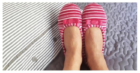 Mode quinqua confort chaussons-roses-ISOTONER