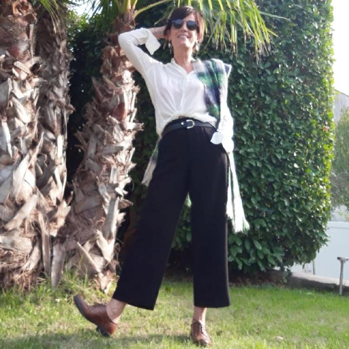 Pantalon noir et chemise blanche