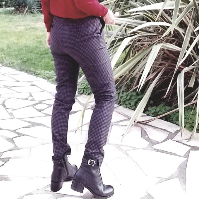 Gros-plan-dos-boots-et-pantalon-carreaux.jpg