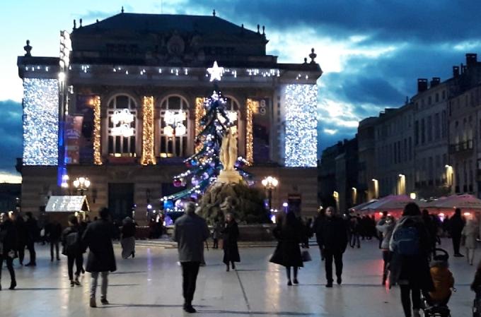 Place-de-la-Comédie-Noel