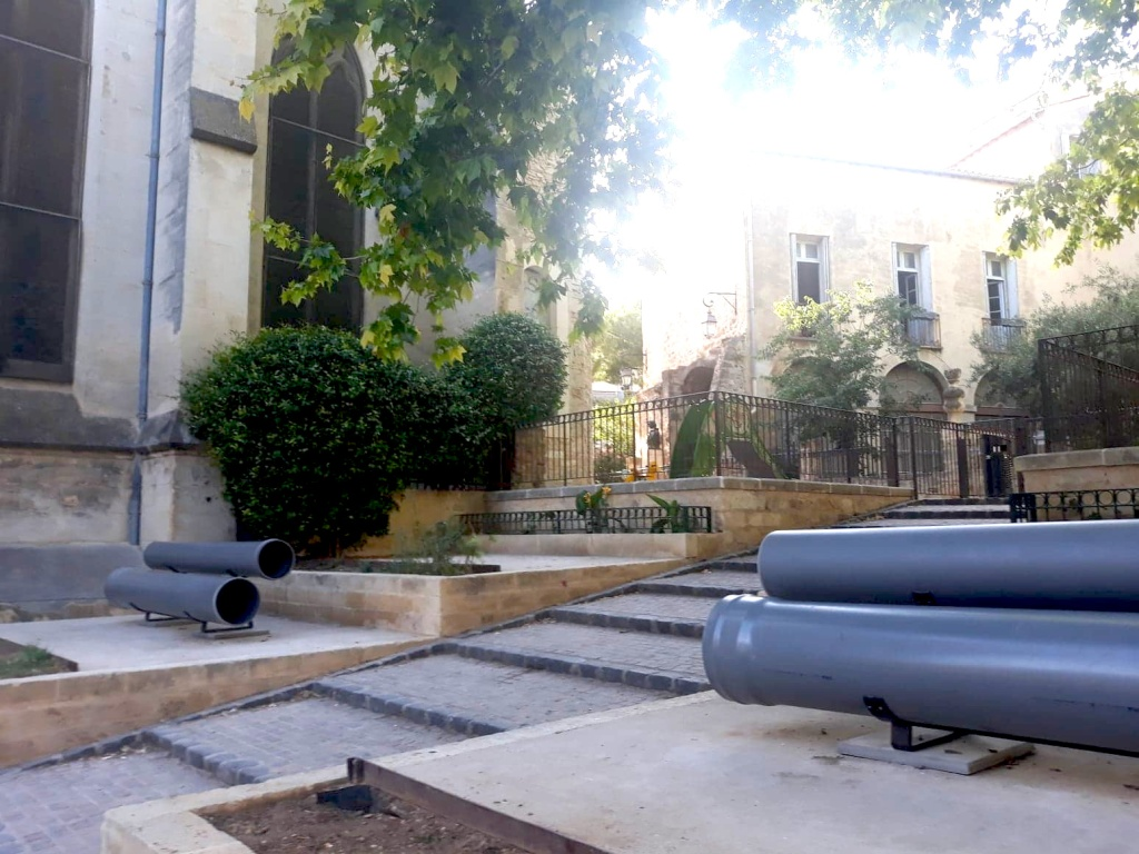 """Banc"" Mathieu Mercier, square Bagouet, Eglise Saint Roch"