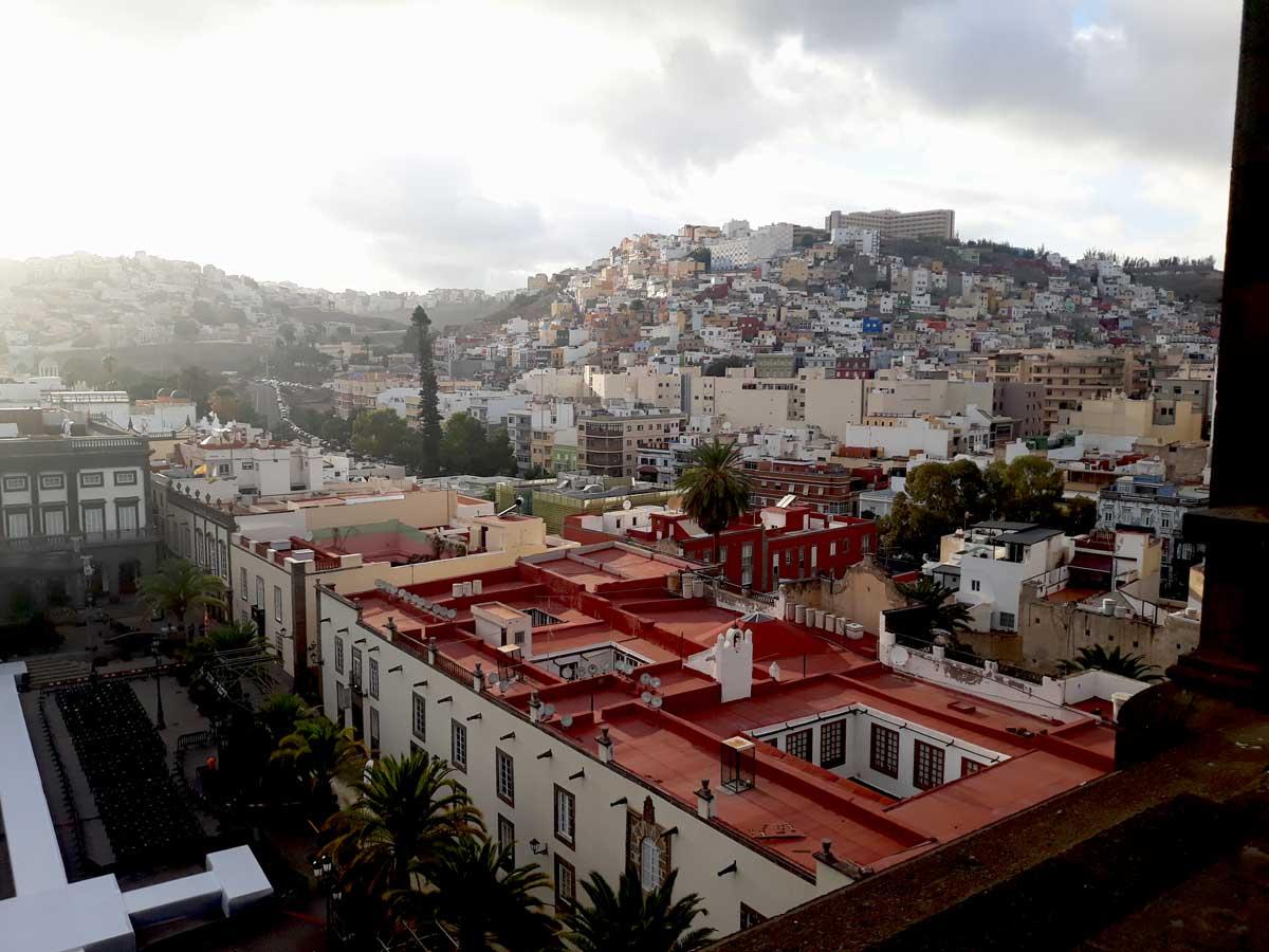 La-Palmas---Vue-sur-les-collines-de-la-ville-depuis-la-cathédrale