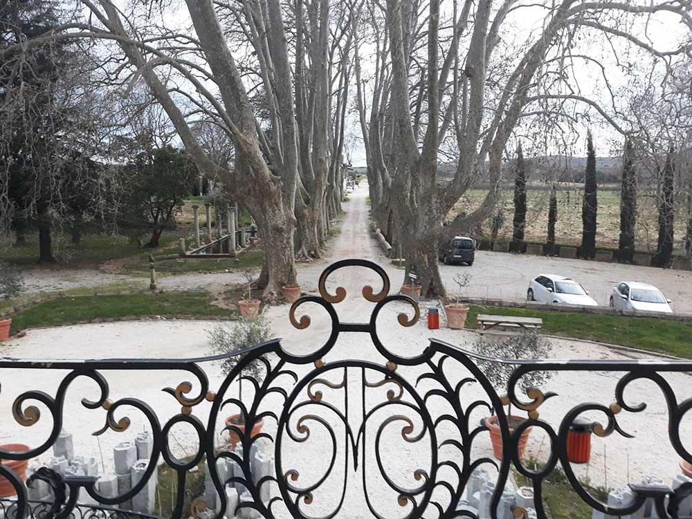 CHATEAU-CAPION--vue-depuis-le-perron--Les-Jolies-Quinquas