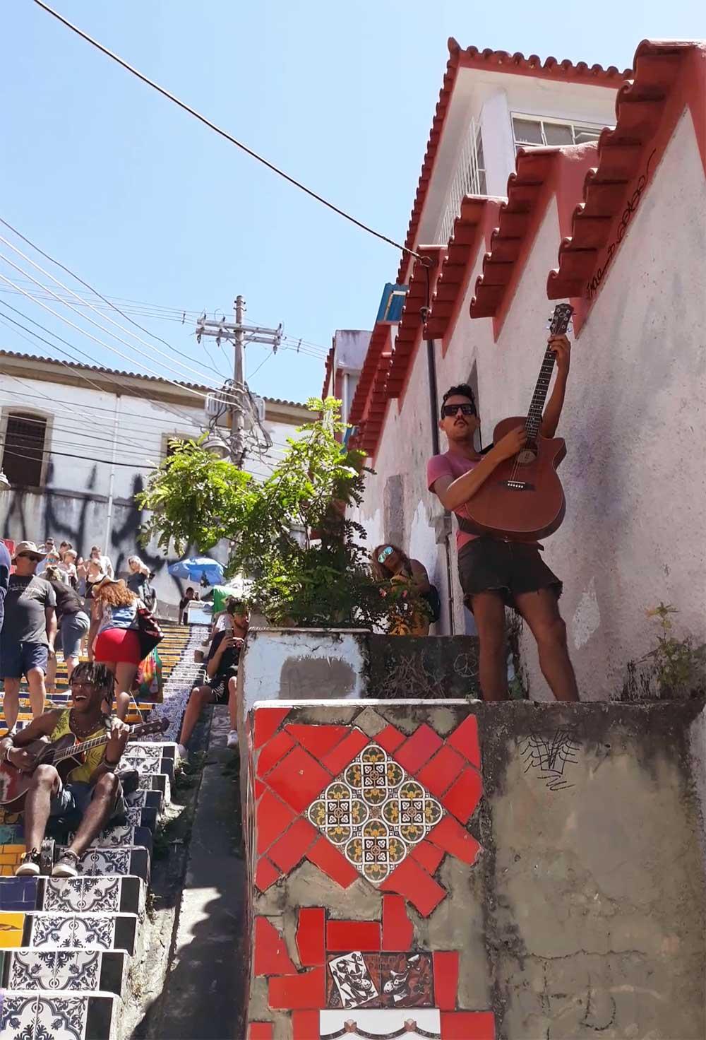 Musiciens-Escalier-Selaron-Rio-de-Janeiro