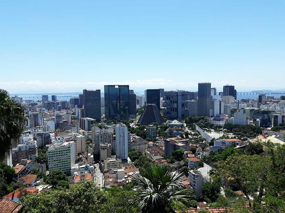 Vue-sur-le-centre-de-Rio-depuis-le-Parc-des-Ruines