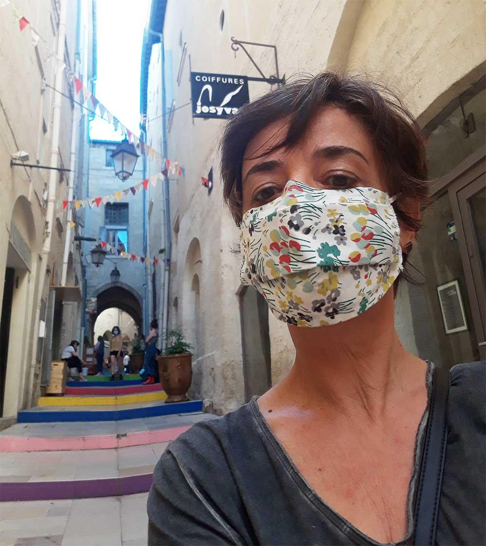 Les-Jolies-Quinquas---masquée-en-ville