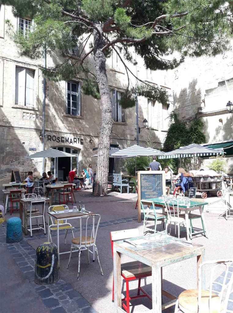 Place-Saint-Roch Montpellier boire un thé