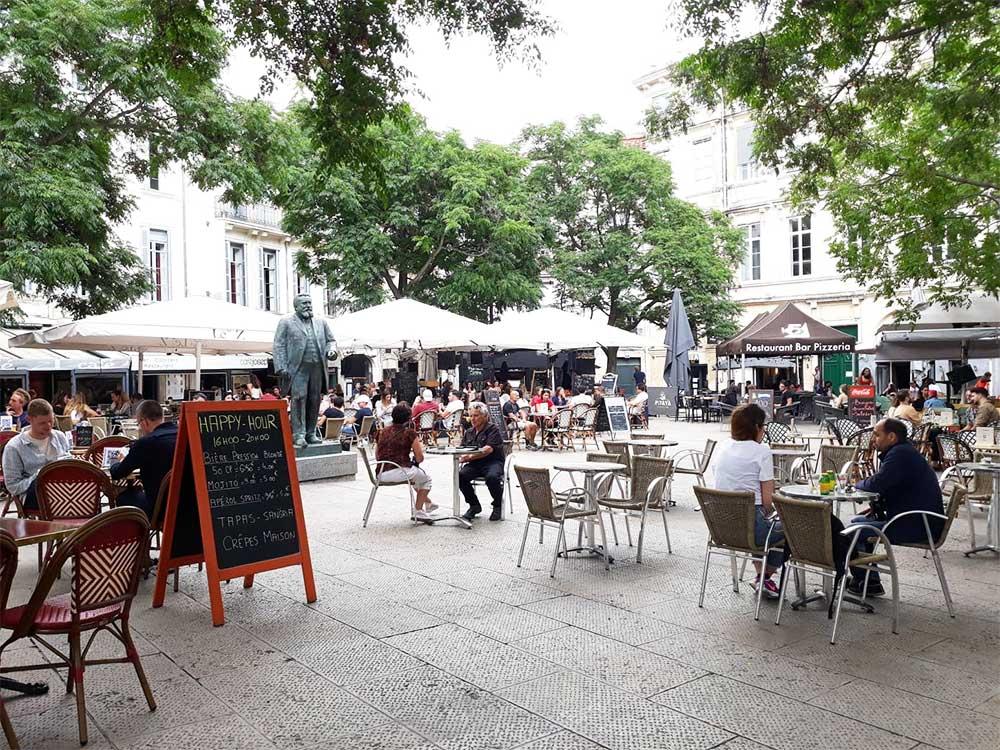Terrasses-de-café-place-Jean-Jaures-Montpellier-juin-2020