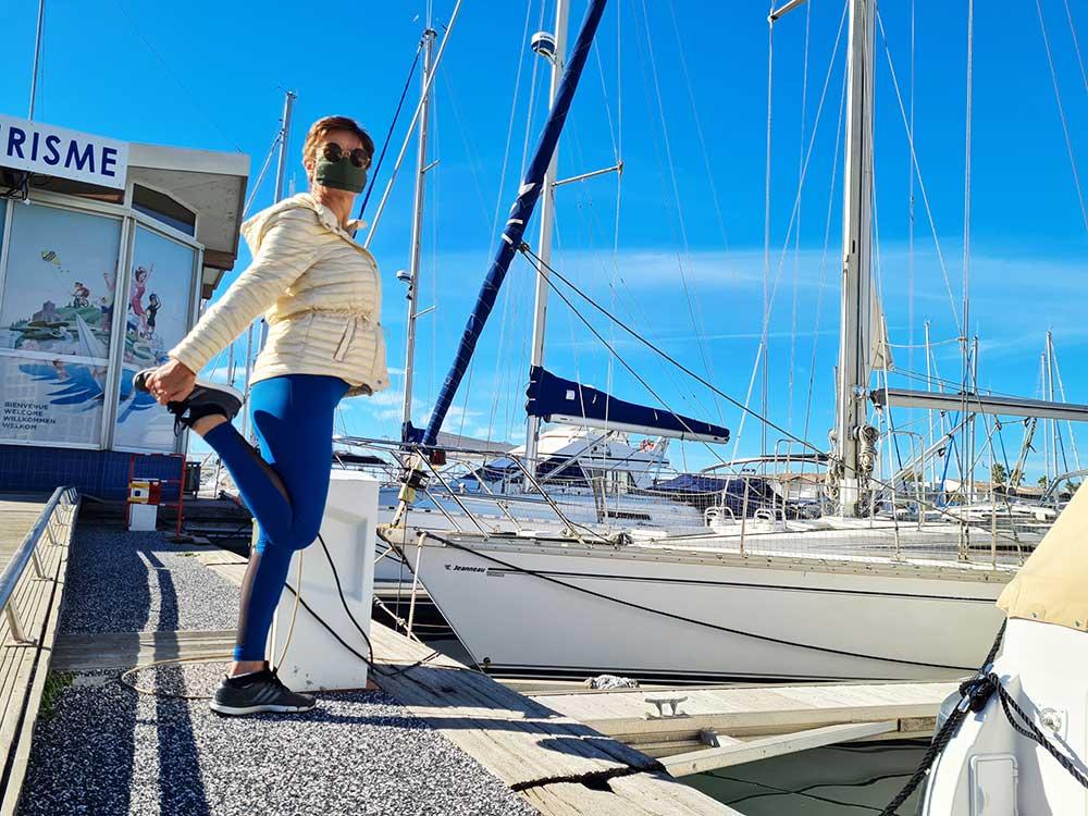 Etirement-au-port-Les-Jolies-Quinquas-en-tenue-de-sport