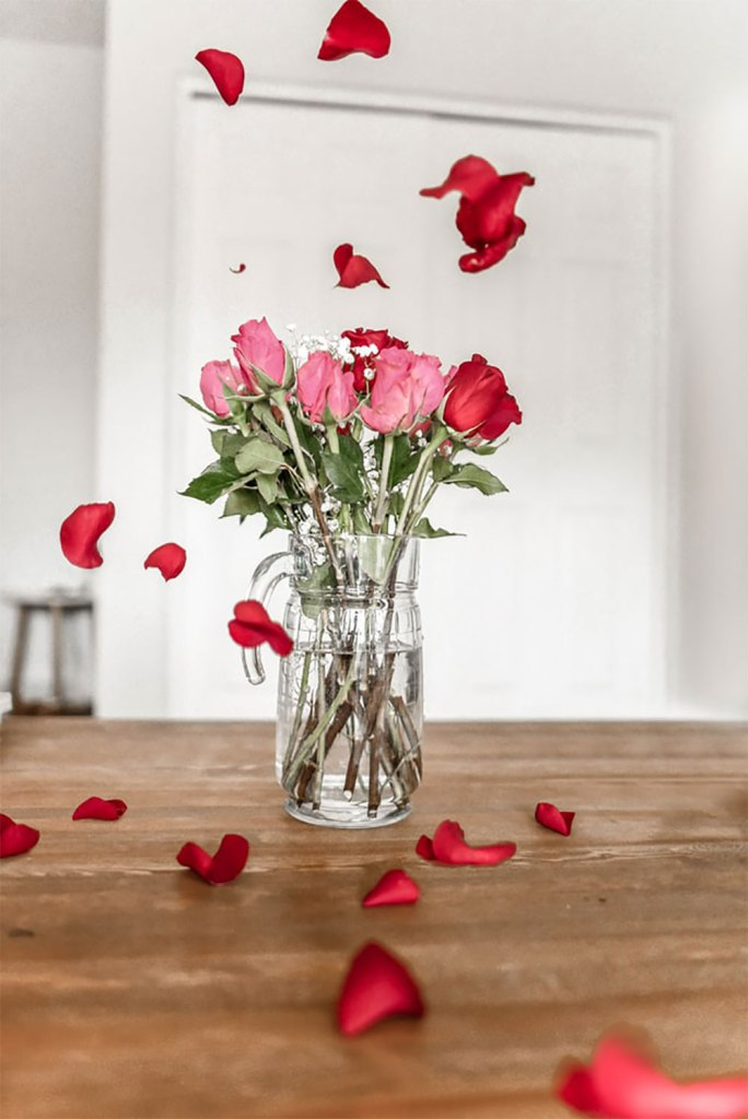 Bouquet-de-fleurs, pétales qui volent