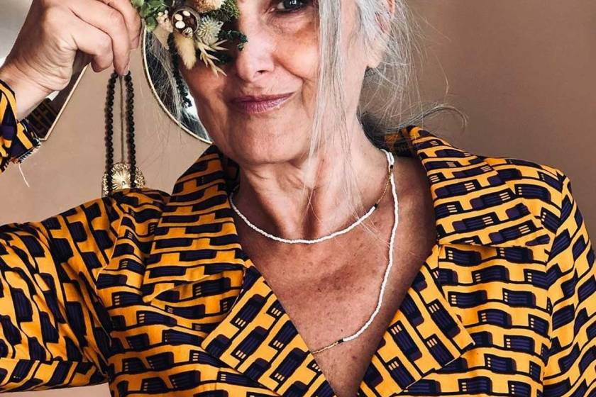 Caroline-Fiftyyearsofawoman-3-mannequin senior