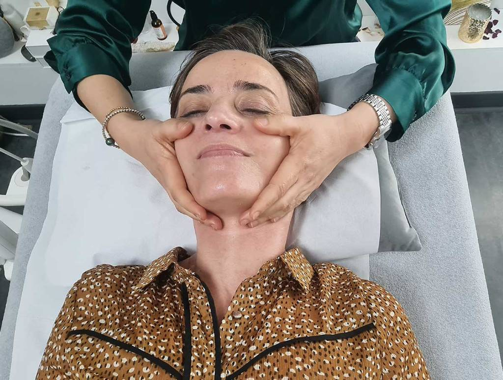 Massage-visage-Les-Jolies-Quinquas-chez-Jihane-Daya