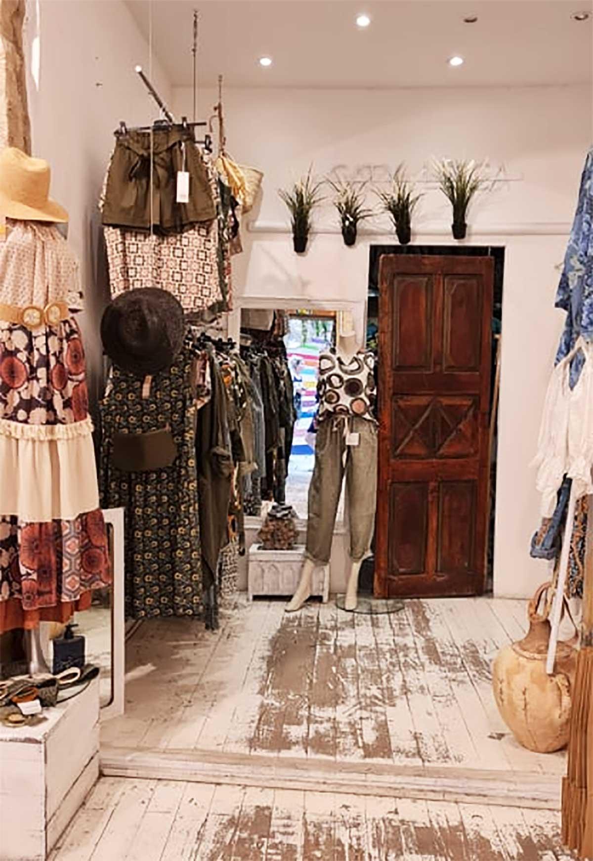 Boutique-CATY-LESCA-inside