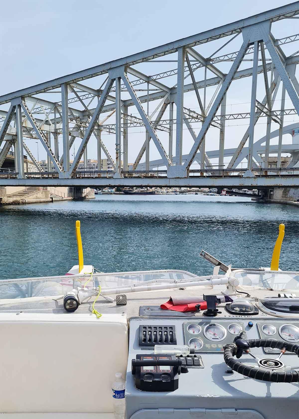 Sous-les-ponts-du-Canal-Royal